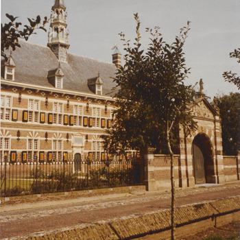 Het weeshuis in gebruik als museum der koninklijke Marechaussee.