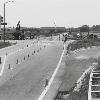 De weg Zoelen naar Tiel, op de achtergrond rechts Startse Bouwing industrie gebied gem. Tiel.