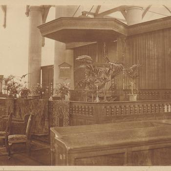 Nederlands Hervormde Kerk. Preekstoel. Versiering huwelijk. Hr. Roodenburg (kunstschilder) en Mej. Joh. De Liefde