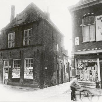 Jan van Riebeeckhuis voor de restauratie.