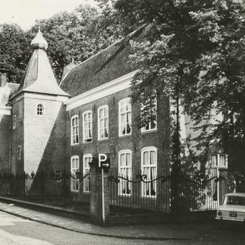 Het Ambtmanshuis, gelegen aan de Ambtmanstraat