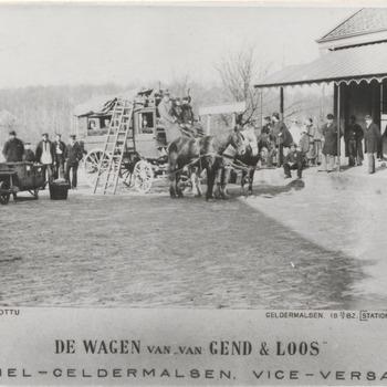 Postkoets van gend & loos voor stations koffiehuis te Geldermalsen. De postkoets rijdt van Tiel naar Geldermalsen van Gend & Loos,vice-versa
