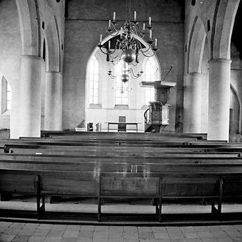 Interieur hervormde kerk, richting koor