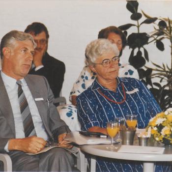 Bij opening stadhuis, met op de voorgrond dhr. D.J. Thijsen en mevr. Huizinga.