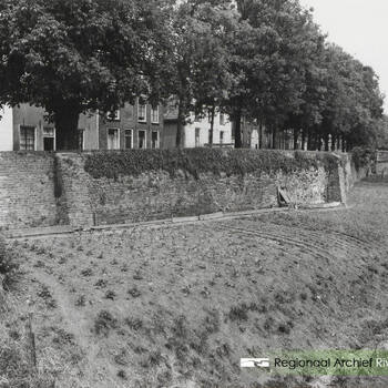 Stadsmuur met tuinen langs de Korne.