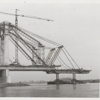 Prins Willem-Alexanderbrug in aanbouw