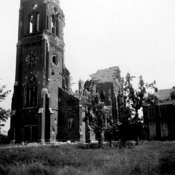 Oorlogsschade katholieke kerk en pastorie