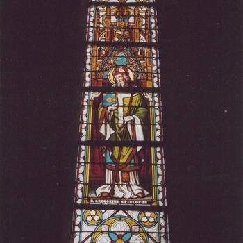 Gebrandschilderd raam Sint Gregorius, bisschop. H. Gregoriuskerk Buren.