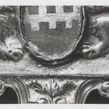 Detail van de hiervoor beschreven hanger, bij 7944, het wapen van Buren is nog goed te zien