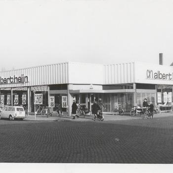 Supermarkt Albert Heijn Veemarkt. Links het Molenstraatje