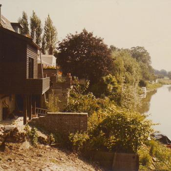 Huizen hoek Kornewal-Dreef en gezicht op de korne.