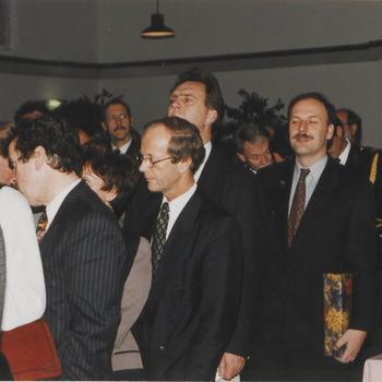Afscheid burgemeester Hommes, in het midden dhr. D. Derksen, dir. S.N. S. bank Rivierenland.