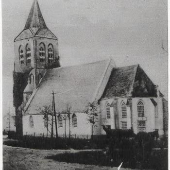 De N.H. kerk gezien vanaf de Zandweg, repro van ansichtkaart
