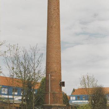 Meubelfabriek afgebrand 1995. Achtergrond huizen van de Leliestraat. fabriek van Van Dam.