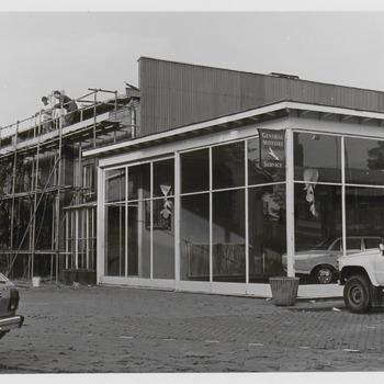 Het Shell-pompstation aan de Veemarkt, annex garage