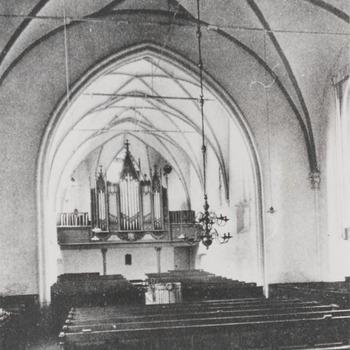 Kerkinterieur met orgel, protestant, mogelijk St.Maartenskerk Tiel