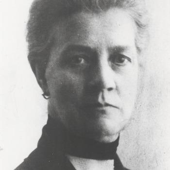 Een foto van Jeane Spiering. Haar naam voluit is: Johanna Judith Spiering geboren in Tiel op 24-12-1862, overleden in de Tweede Wereldoorlog, in 1941 of 1942. Zij is eenzaam gestorven