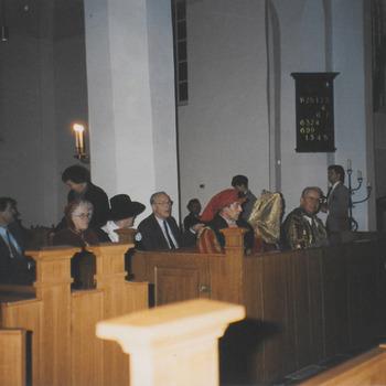 """600 jaar stad Buren. N.H. kerk Buren. Herdenking totstandkoming eigen parochie. Toespraak prof. Horee. Medewerking muziekvereniging """"Soli Deo Gloria, tevens opening tentoonstelling,"""