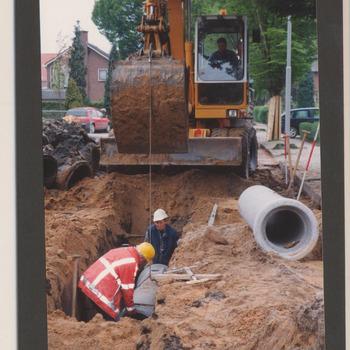 Riolering Ooievaarstraat te Opheusden. Rioleringswerkzaamheden mei 2000