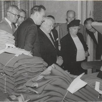 Bezoek van de voormalig burgemeester van Kaapstad (Zuid-Afrika), dhr. Billingham, aan de N.V. Textiel Unie Spencer-Heij te Culemborg