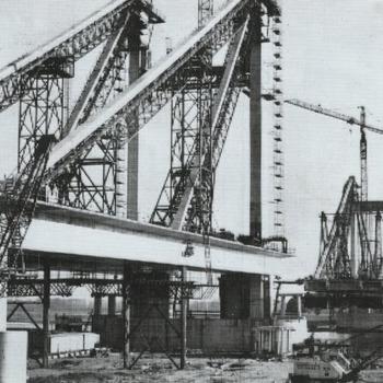 De Prins Willem Alexanderbrug in aanbouw