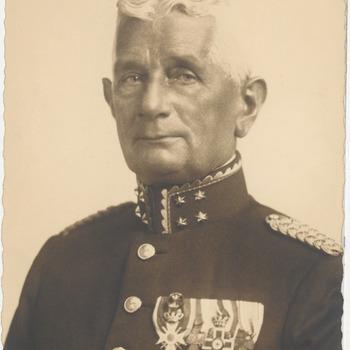 Dr. D.J.A. van Reekum als generaal majoor van de geneeskundige dienst van de landmacht. Hij heeft in 1896 examen gedaan aan het stedelijk gymnasium in Tiel