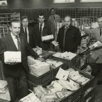 P.t.t.- staking. Op de foto de postbestellers. 3e v.l.n.r. dhr. Ad Muyen