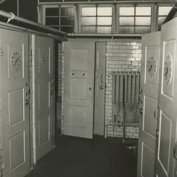 Het interieur van het badhuis van de Nutsstichting. Zie beschrijving M 639