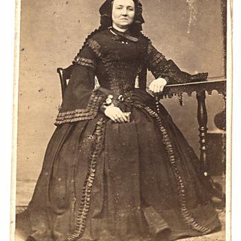 Portret Adriana Maria van Doesburg (1821-1870), echtgenote van Hendrik Brouwers (1799-1865), burgemeester van Kerkwijk
