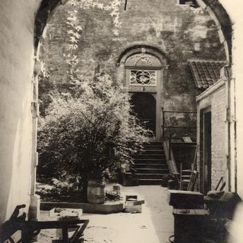 Binnenplaats kasteel Ammersoyen, noodhuisvesting voor inwoners uit Ammerzoden