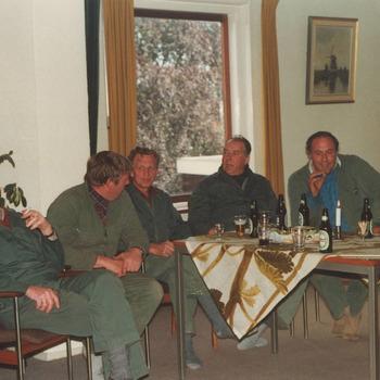 Niet doorgaan herindeling, ged. personeel dienst gemeentewerken. 1987. van links naar rechts de heren: A. Timmer, R. van Noort, J. Honders, D. Briene, R. van Ingen en J. Lutterveld
