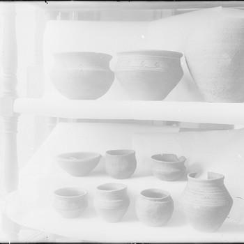 Urnen uit het Frankisch grafveld in Museum Felua