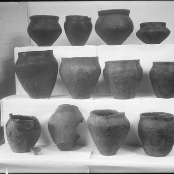 Urnen, gevonden in verschillende bijzettingen van het urnenveld