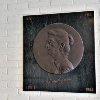 Plaquette Mej. H.S. van Asperen 1913-1944