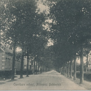 Ansichtkaart openbare school aan de Rijksweg te Babberich