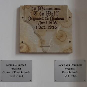 Gedenkplaquettes organisten, 1935-1995, Stichting Eusebius Arnhem