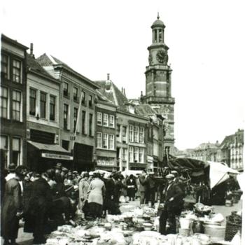 Zutphen, Houtmarkt met Wijnhuistoren