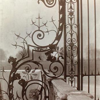 Smeedijzeren hek van Huis de Voorst