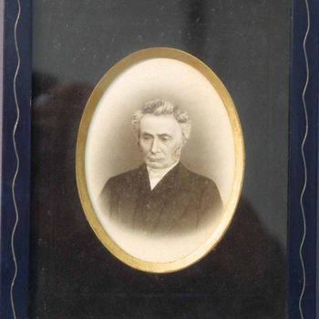 Waarschijnlijk Frederik Christiaan Colenbrander ( -1875), of Ds. Johannes Thibaut