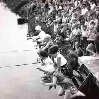 Zwemwedstrijd te Almen