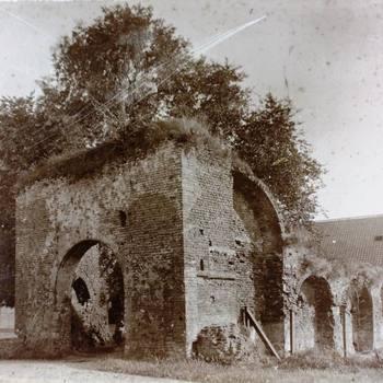 Spanjaardspoort met kazernegebouwen