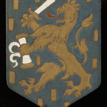 Tegel, voorstellende het wapen van Nederland, uitgevoerd door de Porceleyne Fles te Delft, ca. 1917-1919