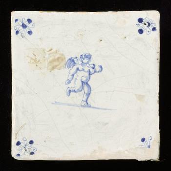 tegel van keramiek, tinglazuur, voorstellende cupido/ engel gemaakt te ZUID HOLLAND?;NOORD HOLLAND? ca. 1640-1660