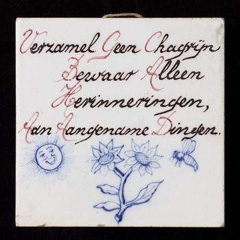 tegel van keramiek, tinglazuur, voorstellende Tekst gemaakt door Westraven te Utrecht ca. 1945