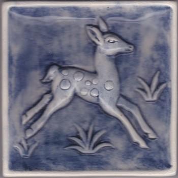 Tegel in reliëf, met voorstelling: hert, vervaardigd door Jac. Bongaerts in Tegelen, ca. 1952-1997