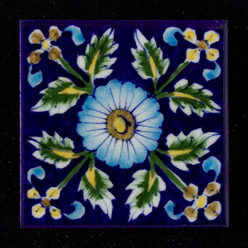 Tegel met ornamenteel decor, vervaardigd in Engeland, ca. 2000-2005