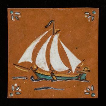 tegel van keramiek, reliëf, voorstellende een scheepvaarttafereel gemaakt door Crèvecoeur te Epe, ca. 1975