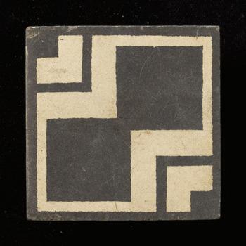 Vloertegel van keramiek, inleg, industrie, geperst, waarschijnlijk gemaakt in Nederland of Duitsland ca. 1900-1930
