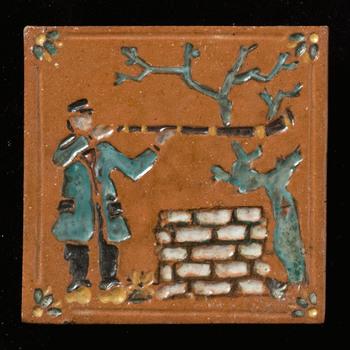 tegel van keramiek, reliëf, voorstellende Figuur gemaakt door A.L. Crèvecoeur te Epe, ca. 1950-1975