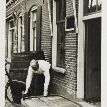 Foto met afgebeeld de kuiper Herman Nieuwenhuis